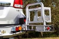 Выносное крепление канистры ARB RSTB RHS для TLC100, 200, Nissan Y61 черный (5700222)